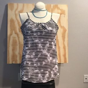 Sleeveless black/white blouse